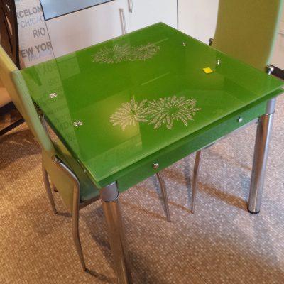 Szklany zielony rozkładany stół