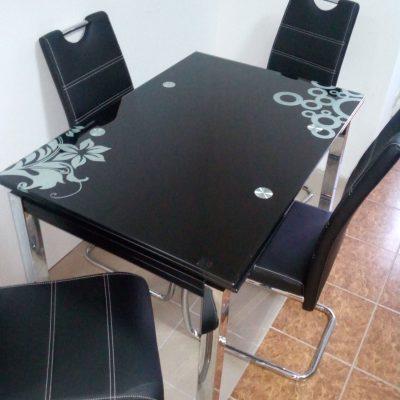 Szklany czarny stół rozkładany